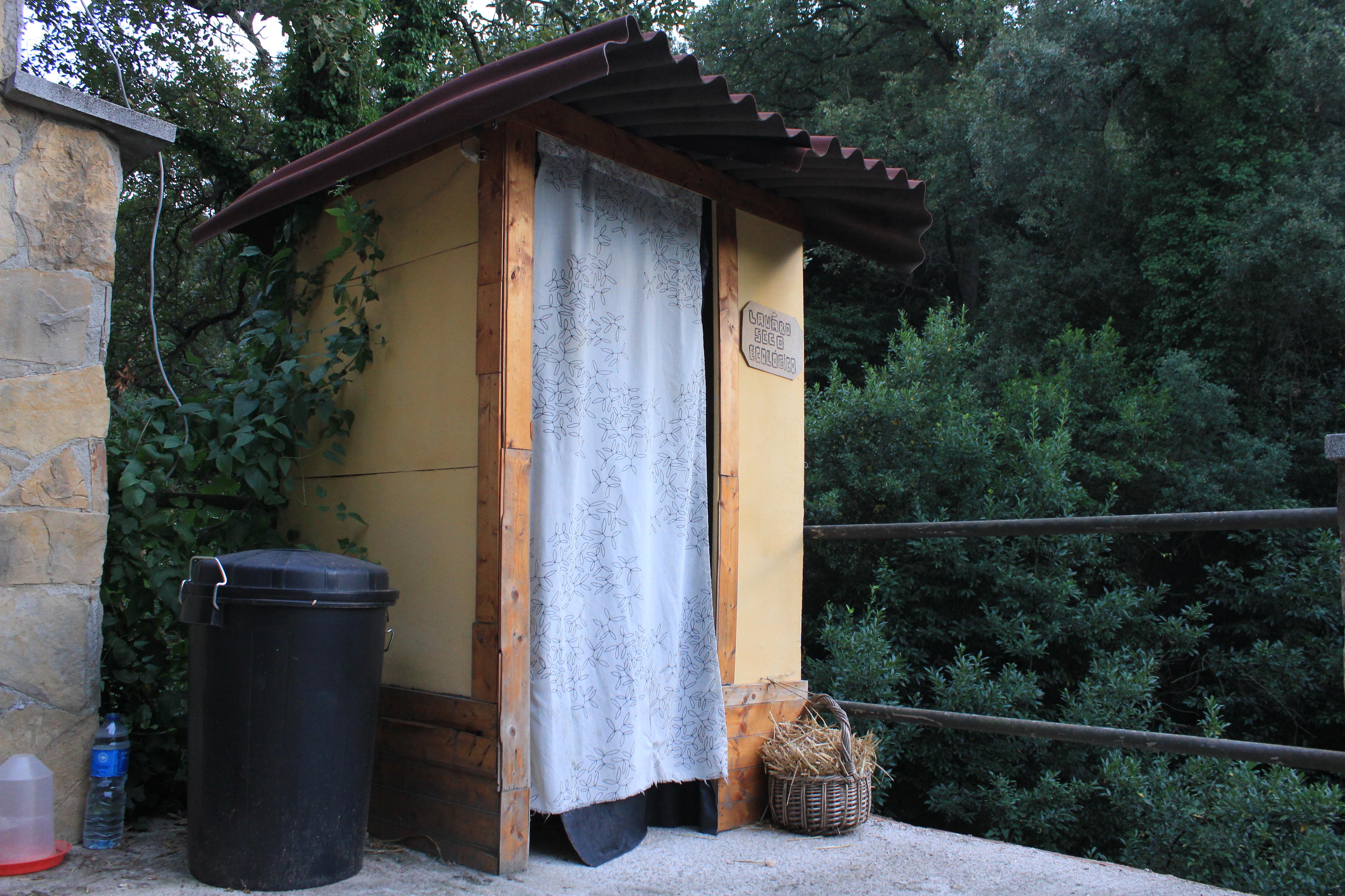 banheiro seco la naranja organica Ecoeficientes #996A32 5184 3456
