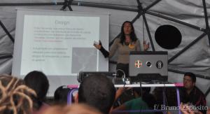 Nena Alves em aula sobre estruturas geodésicas