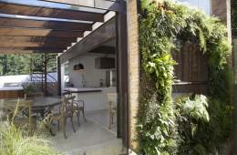 jardim-vertical instalado em residencia de alto padrao