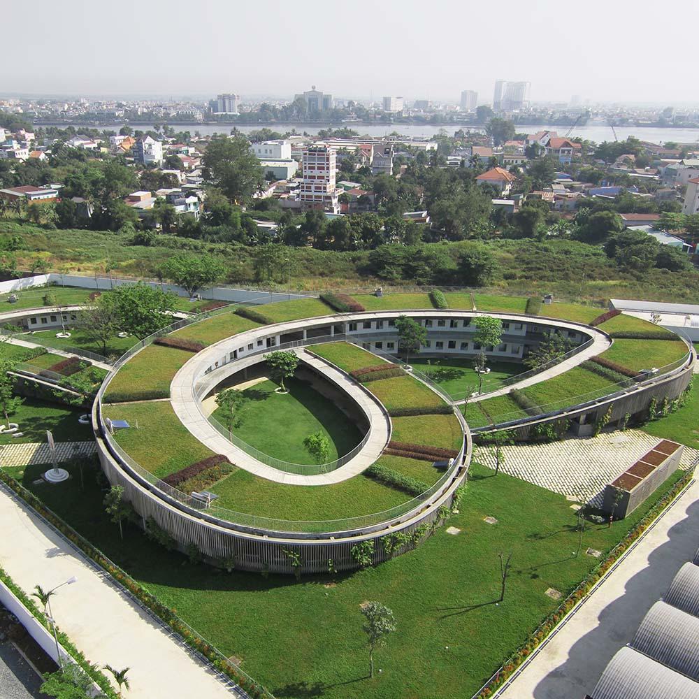 horta e jardim livro:Telhado Verde com Horta em Jardim de infância no Vietnã
