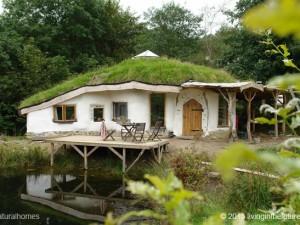 Construção de casa circular de fardo de palha