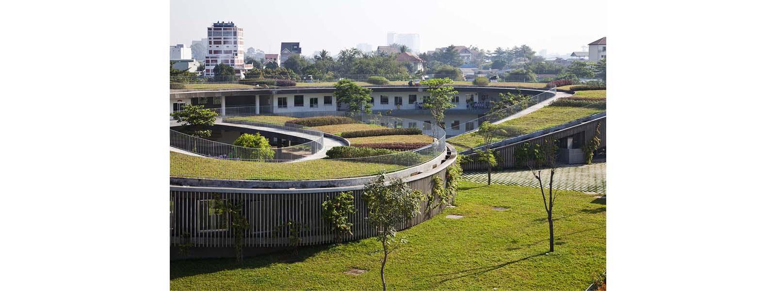 telhado-verde-com-horta-em-jardim-de-infância-no-vietnã-11